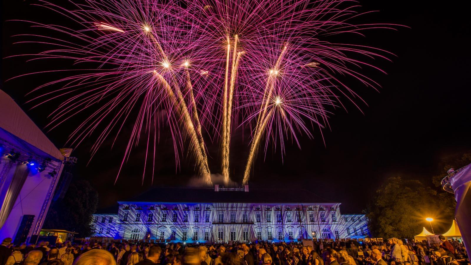 Schloss Bellevue Buergerfest des Bundespraesidenten Hoehenfeuerwerk