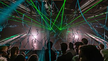 columbiahalle grüne laser und konfetti streamer